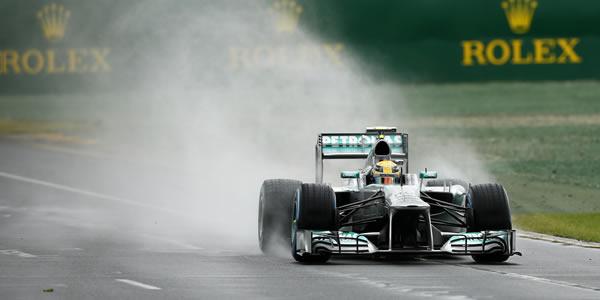 Lewis Hamilton bajo la lluvia de Australia