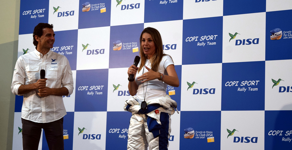 Nira Juanco apoyando a DISA Copi Sport