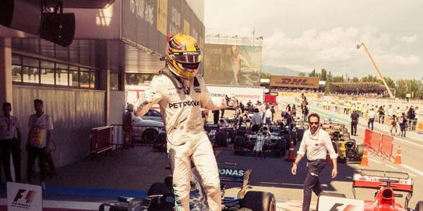 Hamilton lidera a los Mercedes en el GP de España