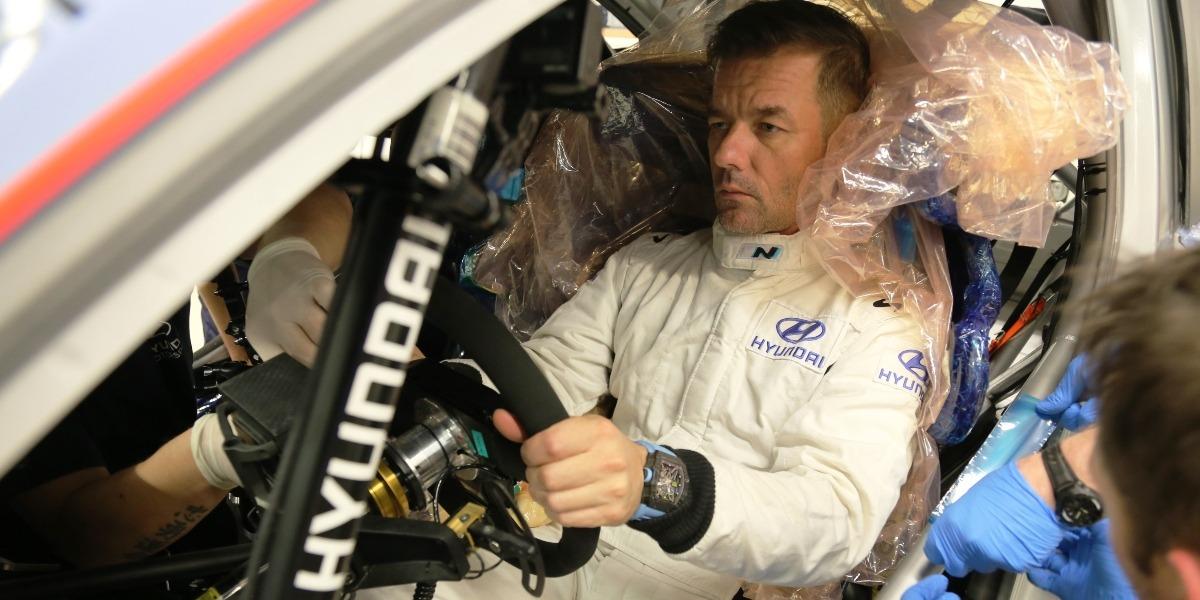 Sebastien Loeb en la fábrica del equipo