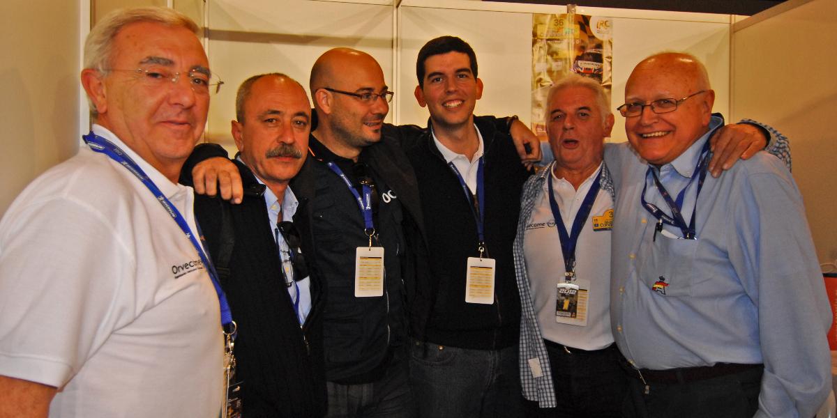 José Ramón González junto a parte de la organización del Rally Islas Canarias y miembros de la RFEdA