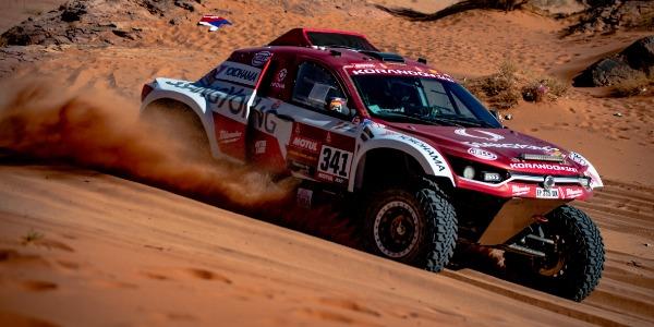 Óscar Fuertes y Diego Vallejo remontan en el Rally Dakar 2020