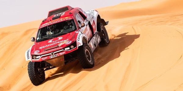 Óscar Fuertes se sobrepone al dolor y llega a 25ª posición en el Dakar