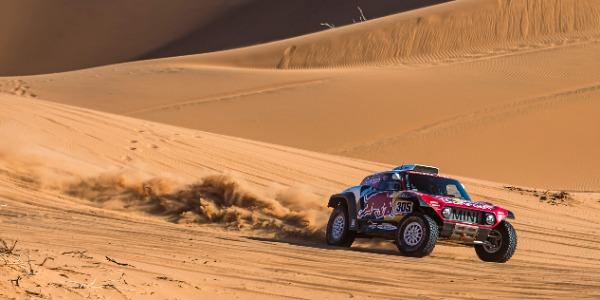 Carlos Sainz gana la séptima etapa del Rally Dakar 2020