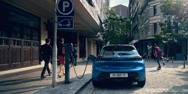 Las 8 claves de la conducción de un coche eléctrico