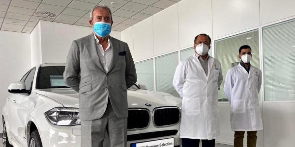 Antonio Armas (Canaauto), Pedro González Santiago (Eurofins LGS Megalab) y Nauzet Cerpa Brun, técnico de laboratorio.