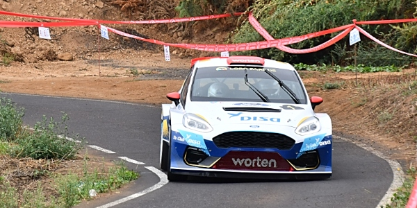 Enrique Cruz y Yeray Mujica ganan el Rallye Orvecame Norte