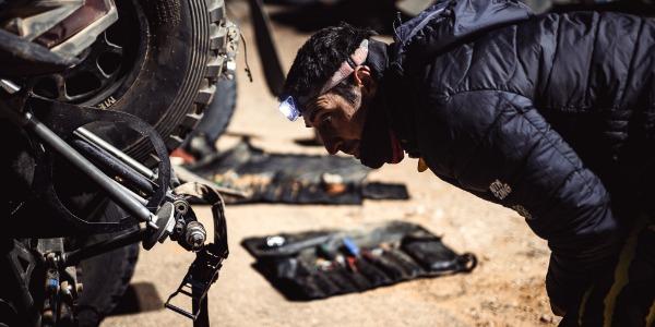 Maratón de mecánica para Gerard Farrés en el Dakar