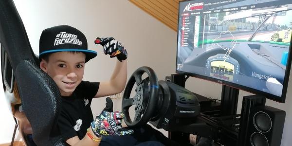 Abel Torres gana a más de 800 pilotos con 10 años de edad