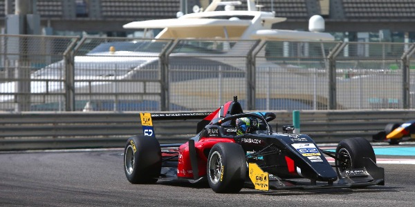 Fin de temporada de Lorenzo Fluxá en el top 10 en Yas Marina