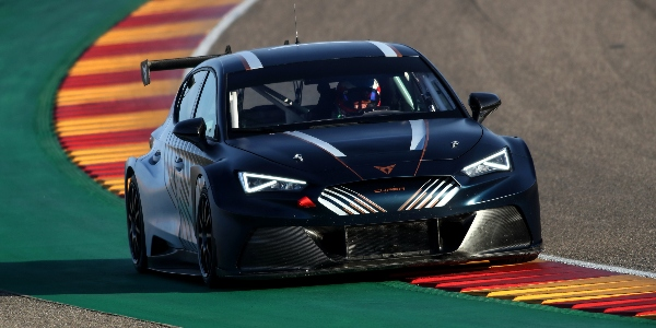 Cupra confirma a Mikel Azcona como piloto para Pure ETCR