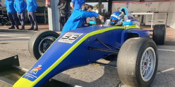 Santi Concepción Jr. realiza un test con un Fórmula 4