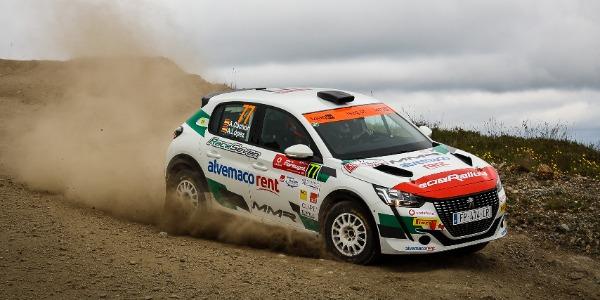 Estreno triunfal en el WRC de Alejandro Cachón