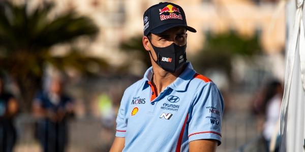 Dani Sordo saca puntos de un complicado Rally de Italia