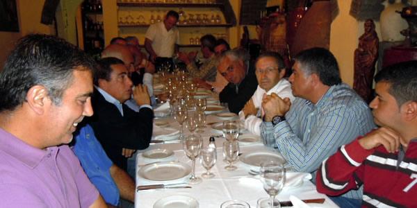 Nos invitan a comer y nos traemos otra comisión...